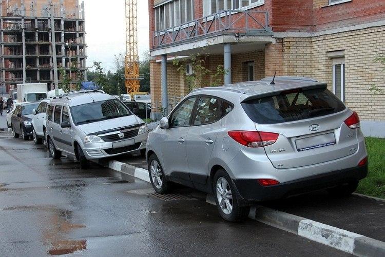 34 человека заплатили штрафы за парковку на тротуарах
